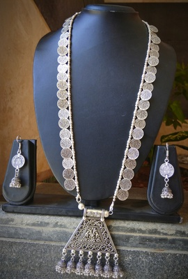 Silver metallic necklace-sets