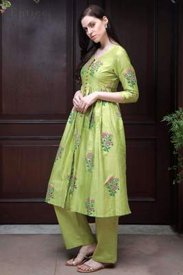LIME GREEN FLORAL KURTA WITH STRAIGHT PANTS