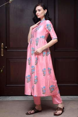 PINK FLORAL PRINTED KURTA WITH STRAIGHT PANTS
