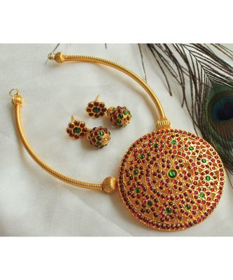 Beautiful Kemp Green Big Pendant Designer Necklace Set