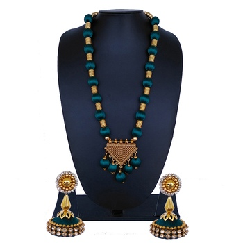 Green statement-jewellery