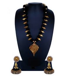 Black statement-jewellery