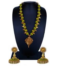 Green statement-jewellery