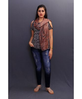 This Delicate Wrap Along With Amazing Pattern Looks Elegant When Team Up With Denims Or Suit.