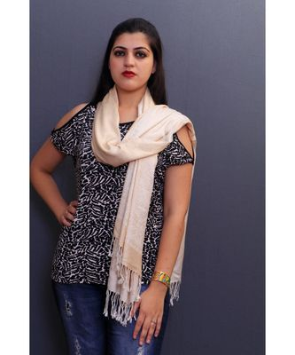 Delicate Wrap Along With Cream Base And Highly Defined Broad Border Gains Whole Attention.