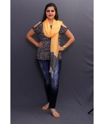 Delicate Wrap Along With Yellow Base And Highly Defined Broad Border Gains Whole Attention.