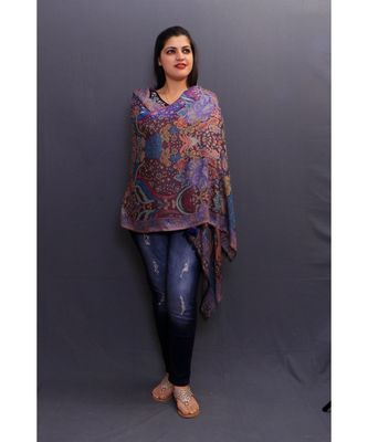 This Multicolour Delicate Wrap Looks Elegant When Team Up With Denims Or Suit.