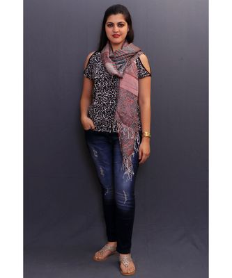 Delicate Wrap Along With Stripes Pattern Looks Elegant When Team Up With Denims Or Suit.