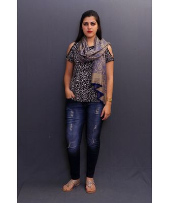 This Delicate Wrap Along With Antique Base Looks Elegant When Team Up With Denims Or Suit.