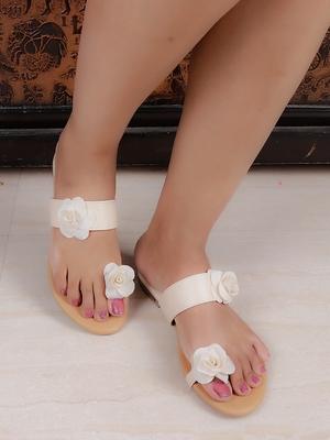 Do Bhai white Flat Sandal For Women