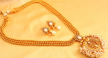 Beautiful 3 Layer Pearl Cluster Necklace Set
