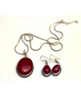 Oxidized casual fashion shade of maroon pendent with chain