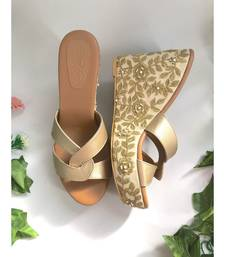 Barqoue Cr  me And Gold Wedges