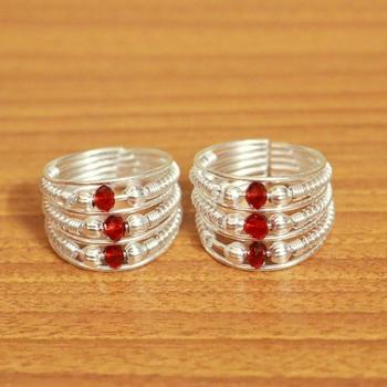 Red crystal toe-rings
