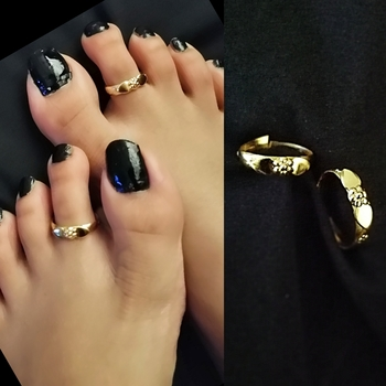 Gold toe-rings
