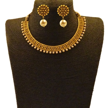 Matte Gold Finish Small U Shaped Short Necklace with Golden Pearls Chain Jewellery Imitation Necklace Set