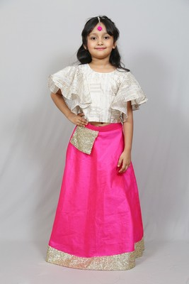 cold sleeves top and long skirt with pocket belt