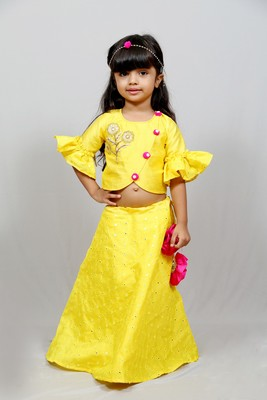 three fourth sleeves yellow top and long skirt with flowers knot