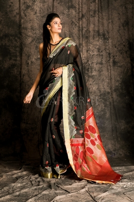 BLACK HANDLOOM SAREE WITH MAROON PALLU AND ZARI WORK
