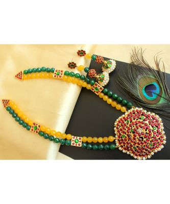 Beautiful Kemp Green Yellow Green Agates Designer Necklace Set