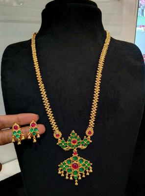 Georgeous gold plated green colour kundas necklace set