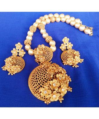 Georgeous  gold plated pearls necklace set
