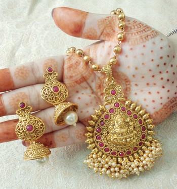 "Lalso Beautiful Ruby 22"" Brass Chain Pearl Beaded Bandhani Laxmi Pendant Earring Set - LBLPS01_RB"