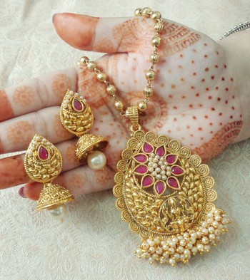 "Lalso Beautiful Ruby 22"" Brass Chain Pearl Beaded Bandhani Laxmi Pendant Earring Set - LBLPS02_RB"