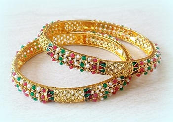 ETHNIC PEARL COLERED STONE STUDDED BANGLES