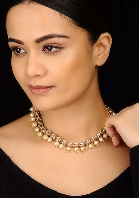 Kundana dn Pearls Delicate Necklace