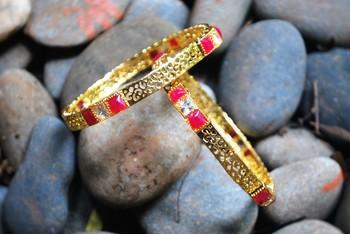 stone Golden banges