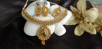 White stone studded kundan necklace set