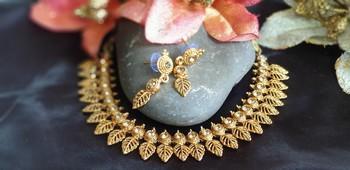 Golden leaf pattern cute necklace set