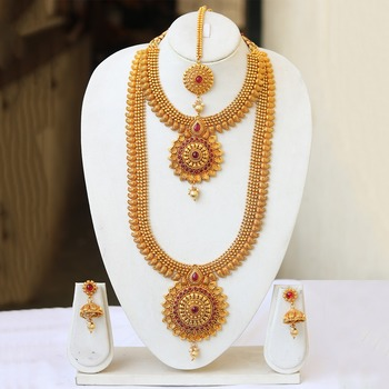 South Indian bridal jewellery set in gold and red