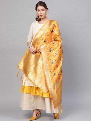 Sutram Women's Banarasi Yellow Silk Dupatta
