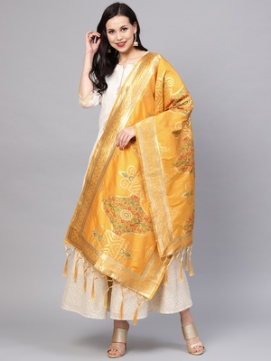 Sutram Women's Banarasi Yellow Silk Dupatta