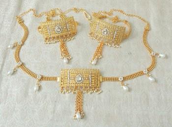Lalso Adjustable White Gold Plated Kundan 1pc Kamarband Waistbelt 2pc Bajuband Armlet Combo Jewelry - LBKC11_WT