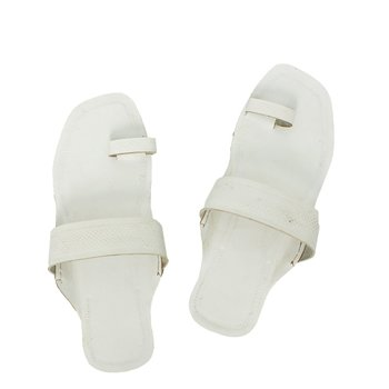 White  leather shoe women