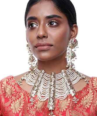 Jadau Neckpiece with Earrings