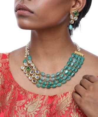 Emerald Side Clip Kundan Neckpiece with Earrings