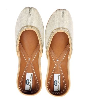 cream solid leather juttis