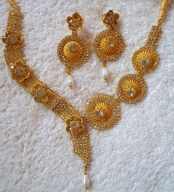 Gold cubic zirconia designer-jewellery