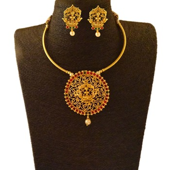 Green ruby necklace-sets