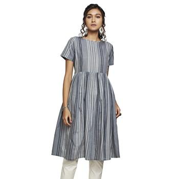 Women's Grey Cotton Stripes Printed Half Sleeved Kurti