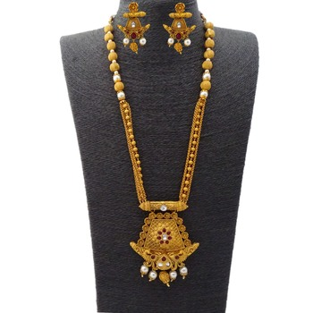 Kemp Traditional Peacock Style Ruby Matte Gold Metal Alloy Necklace Jewellery Set with Matching Earrings