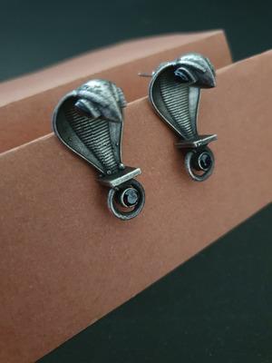 Infuzze Black earrings