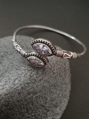 Infuzze White bracelets