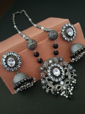 Infuzze White necklace-sets