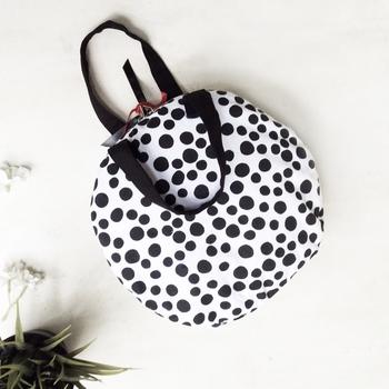 FLAT MAKEUP BAG {polkas in black & white}
