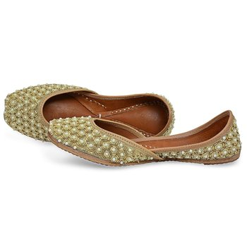 Gold woven leather juttis